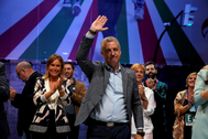 Iñigo Urkullu celebrando los resultados del PNV la noche electoral.