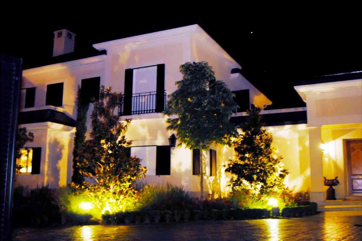 Fachada de la mansión que, tras cinco años, María Teresa Campos ha logrado vender.