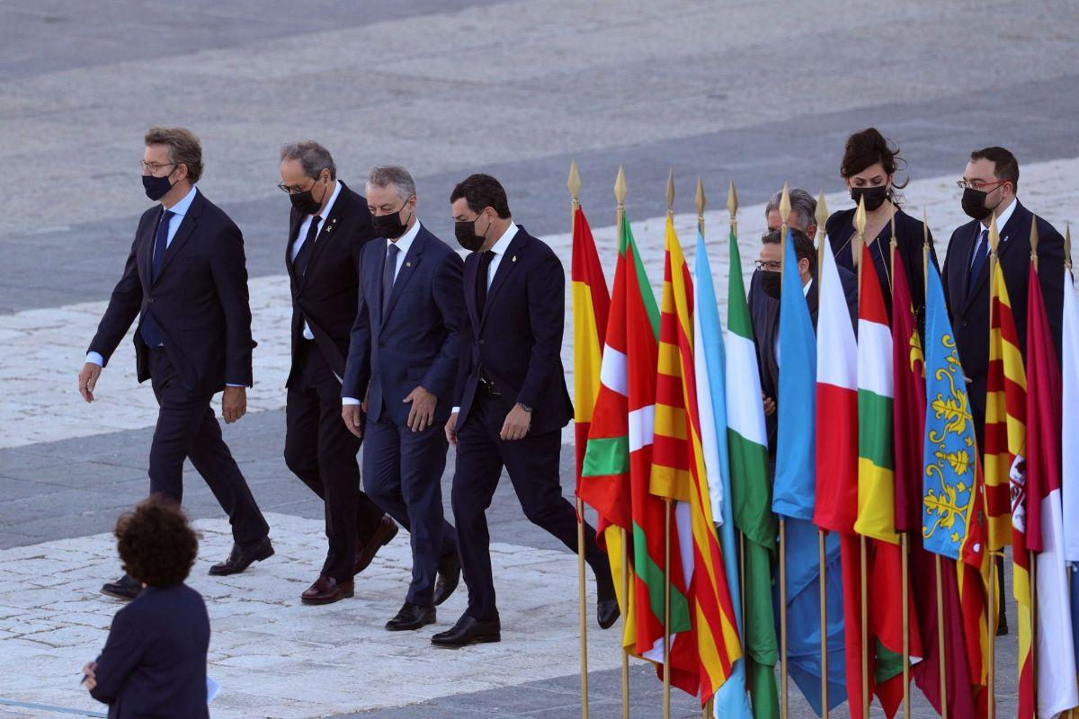 Los presidentes de Galicia, Cataluña, País Vasco y Andalucía, seguidos de los de Cantabria, Madrid y Asturias.