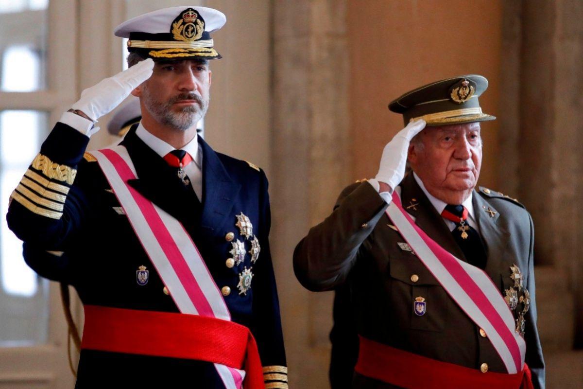 Don Felipe y Don Juan Carlos en un acto castrense