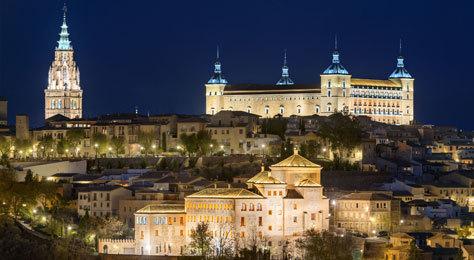 Panorámica nocturna de la ciudad de Toledo.