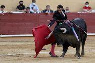 Derechazo de Finito al primero de la tarde noche en Ávila