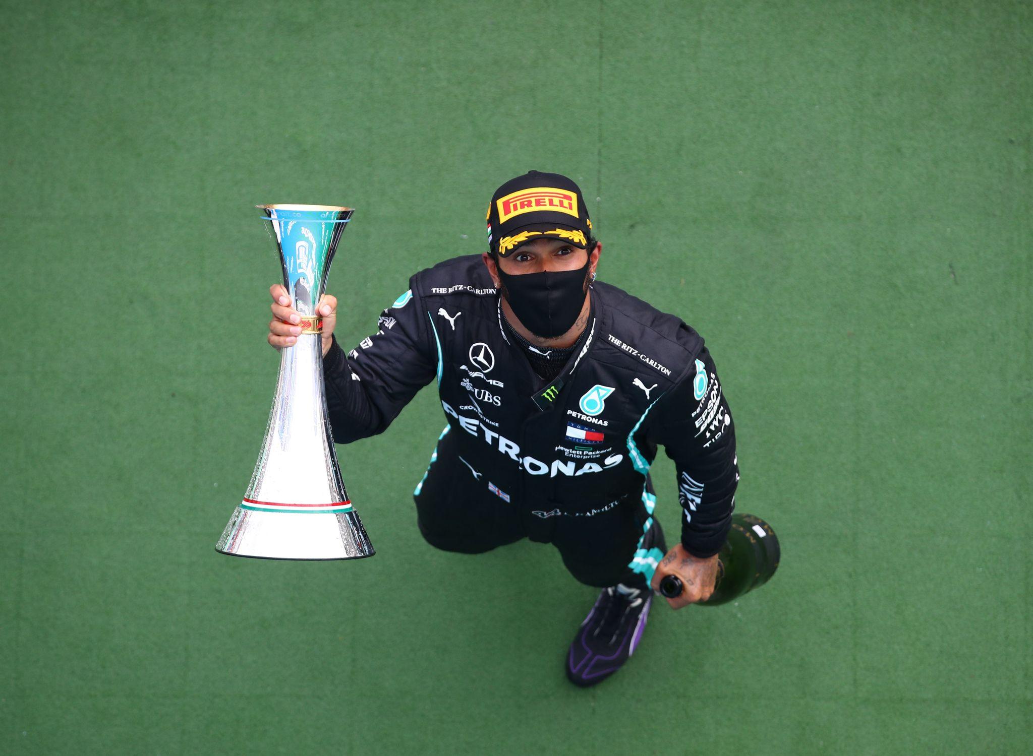 Hamilton se permite todos los lujos y atrapa un récord de Schumacher