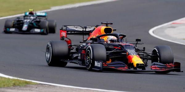 Verstappen, perseguido por Bottas.