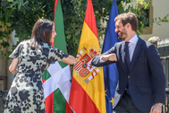 Inés Arrimadas (Cs) y Pablo Casado (PP) en su acto electoral conjuto en Gernika.