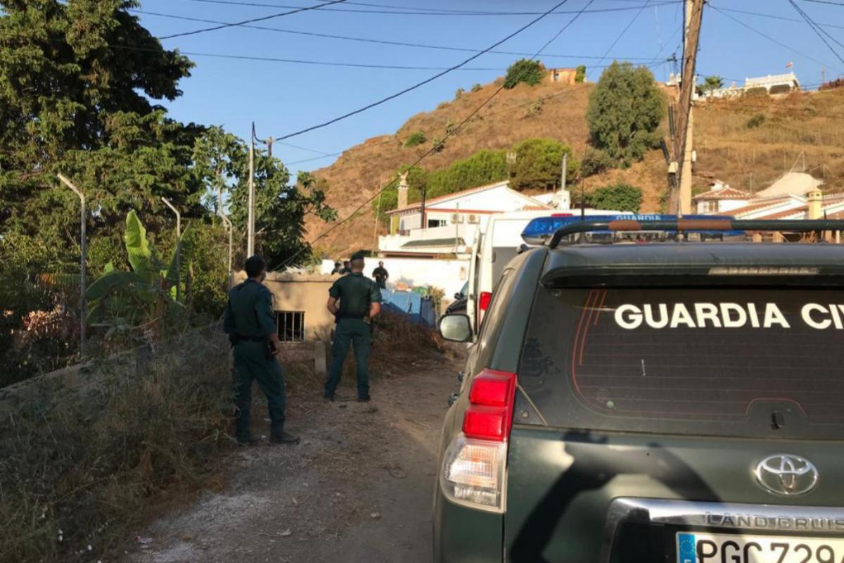 La Guardia Civil, durante la redada en Vélez.