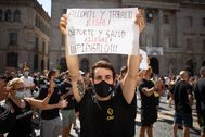 Concentración en Barcelona contra las restricciones a los centros deportivos.