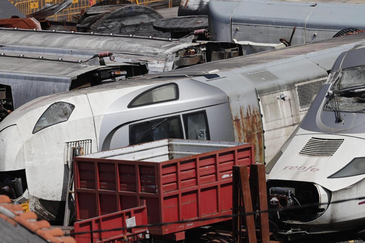 La máquina y los vagones del tren accidentado en 2013.