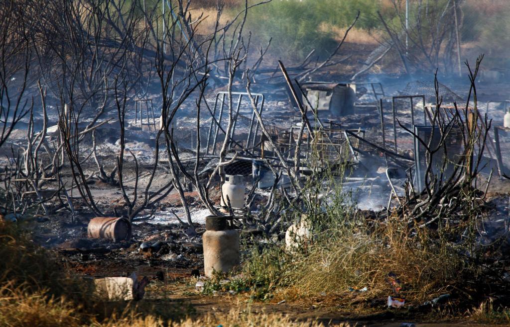 Un asentamiento chabolista tras ser arrasado por el fuego.