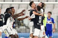 Turin (Italy).- Juventus'Äô lt;HIT gt;Cristiano lt;/HIT gt; Ronaldo (3-R) celebrates after scoring the 1-0 goal during the Italian Serie A soccer match Juventus FC vs UC Sampdoria at the Allianz stadium in Turin, Italy, 26 July 2020. (Italia, Estados Unidos) EPA/