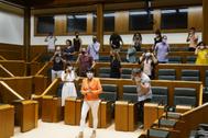 Los parlamentarios de EH Bildu tras acreditarse en el Parlamento.