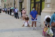 Dalian ( lt;HIT gt;China lt;/HIT gt;).- People wait in a line to get tested for COVID-19 at a coronavirus testing place, in Dalian, lt;HIT gt;China lt;/HIT gt;, 27 July 2020. Chinese authorities announced that they would test for Covid-19 all residents of lt;HIT gt;China lt;/HIT gt;'s northeastern city of Dalian the population of which is over six million people after the new cluster emerged, according to the media reports. EPA/ lt;HIT gt;CHINA lt;/HIT gt; OUT