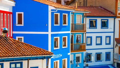 Las características casas de colores de la localidad.