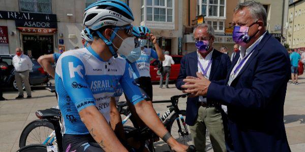 Un ciclista del Israel Start, en la salida de la Vuelta a Burgos.