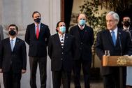 Los nuevos ministros del Gobierno junto al presidente Sebastián Piñera.