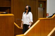 La parlamentaria de Vox, Amaia Martinez, tras acreditarse en el Parlamento Vasco.
