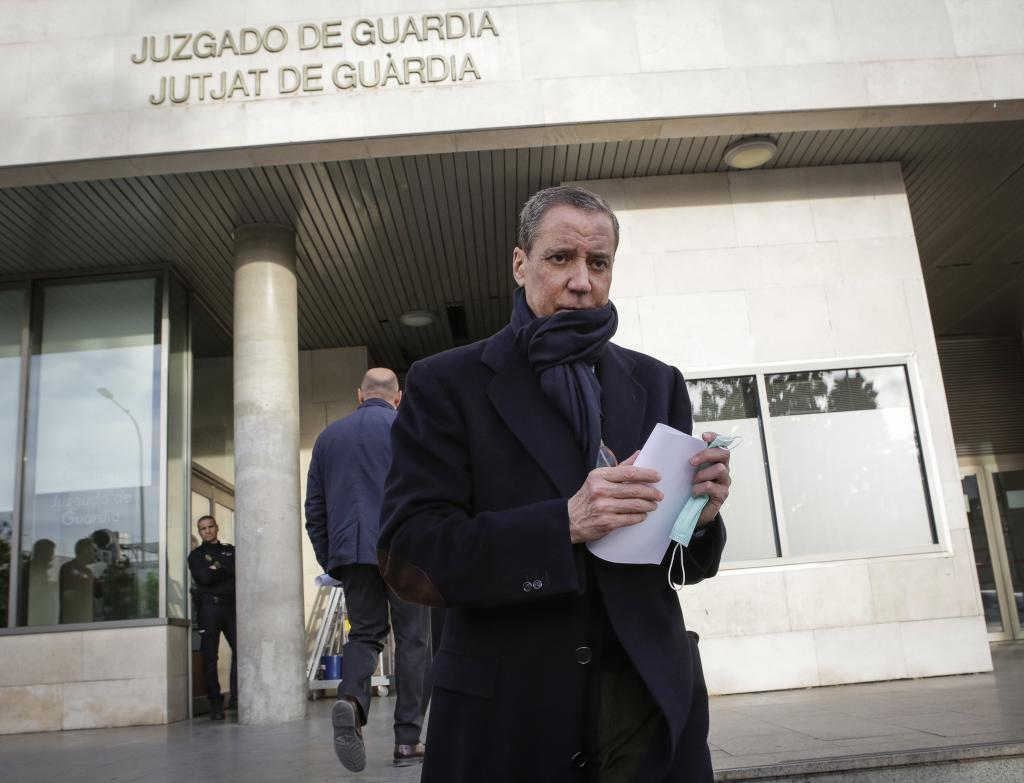 El ex presidente valenciano Eduardo Zaplana acude al juzgado de guardia a firmar, en febrero de 2019.