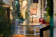 El hotel menos hotel de Barcelona tiene forma de casa y es lugar para ser visto este verano