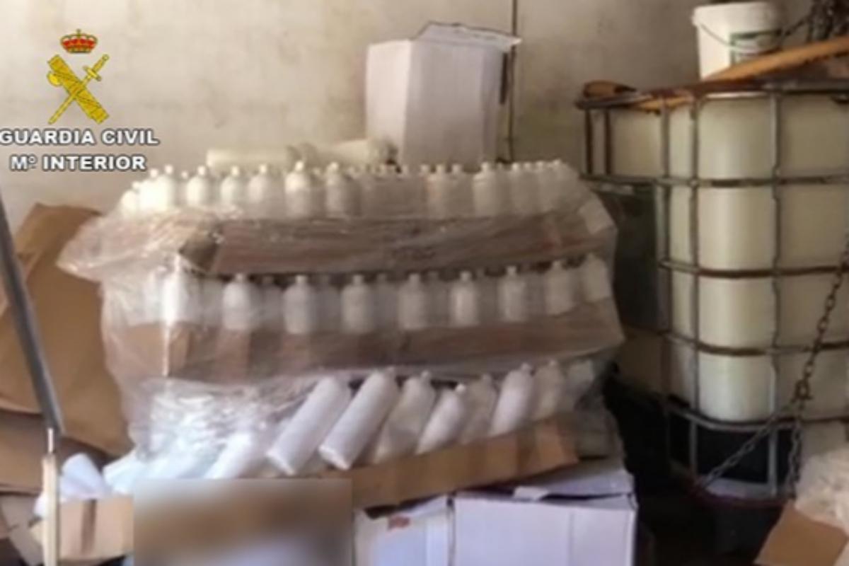 Dos detenidos por un falso gel hidroalcohólico hecho con aguardiente que se distribuyó en hospitales