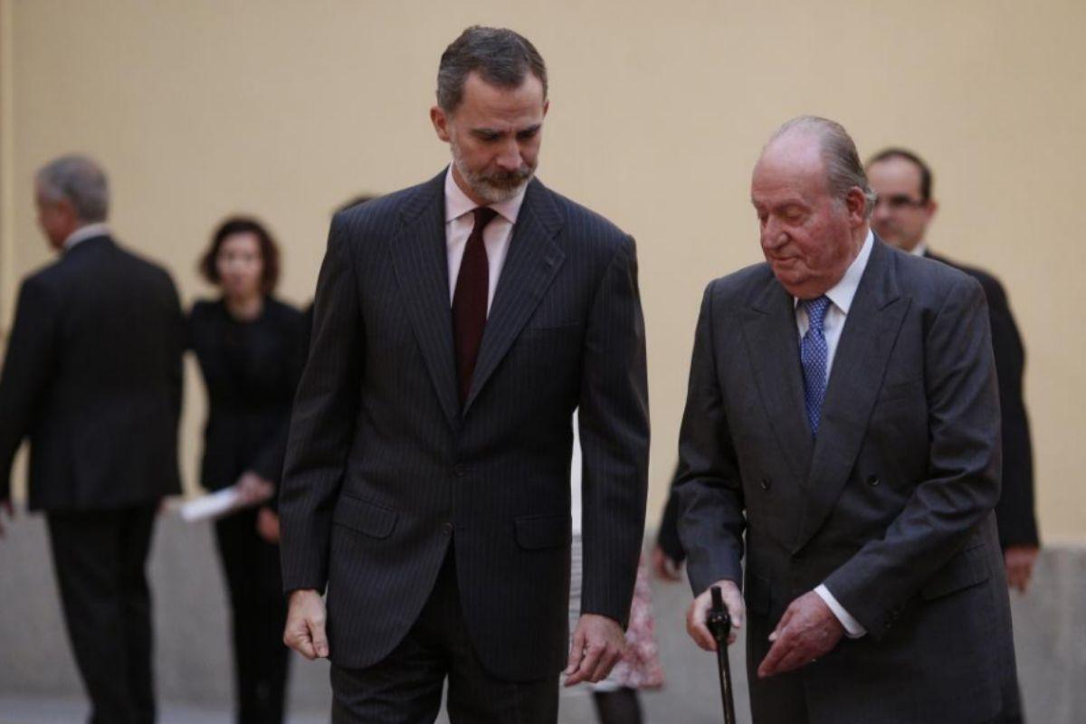 Felipe VI y Juan Carlos I, en un acto por el 40 aniversario de la Constitución.