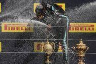 Hamilton, en lo más alto del podio del GP de Gran Bretaña.