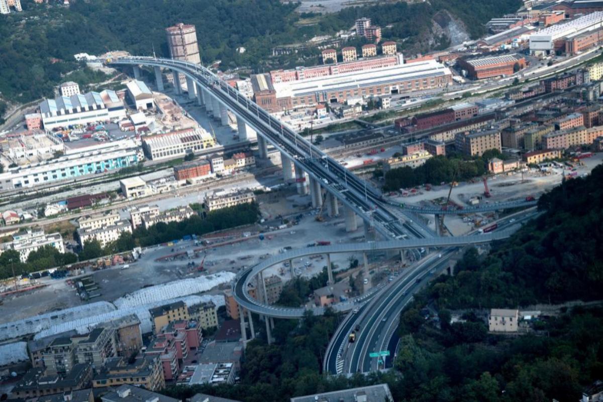 Vista aérea del nuevo puente de Génova