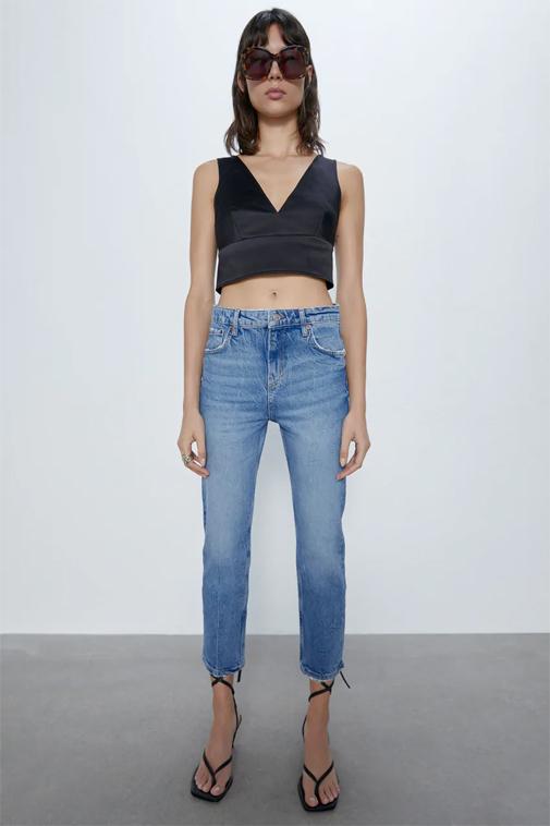 Jeans slim en azul lavado de Zara. Su precio, 29,95 euros.