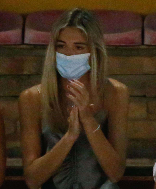 Ana Soria aplaude la faena de su novio.