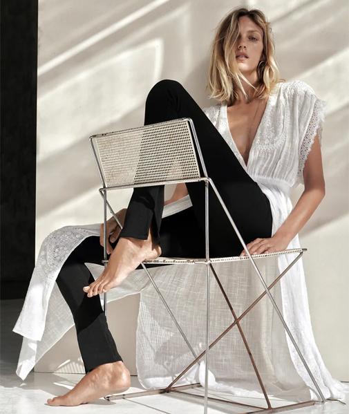 Blusa larga semitransparente bordada de Zara. Su precio, 39,95 euros.