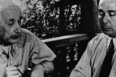 Albert Einstein y Leo Szilárd en una imagen del documental 'Proyecto Manhattan'.