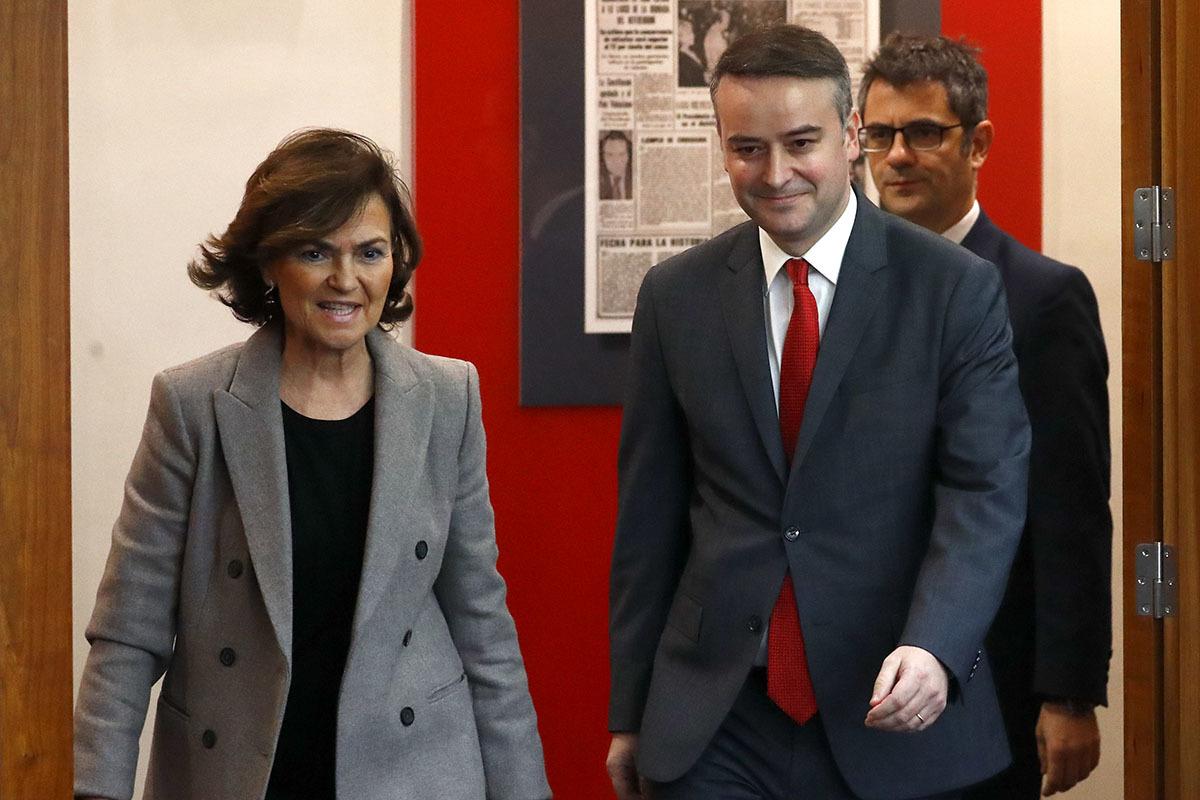 Un 'búnker' en Moncloa para negociar con la Casa del Rey y aplacar a Pablo Iglesias