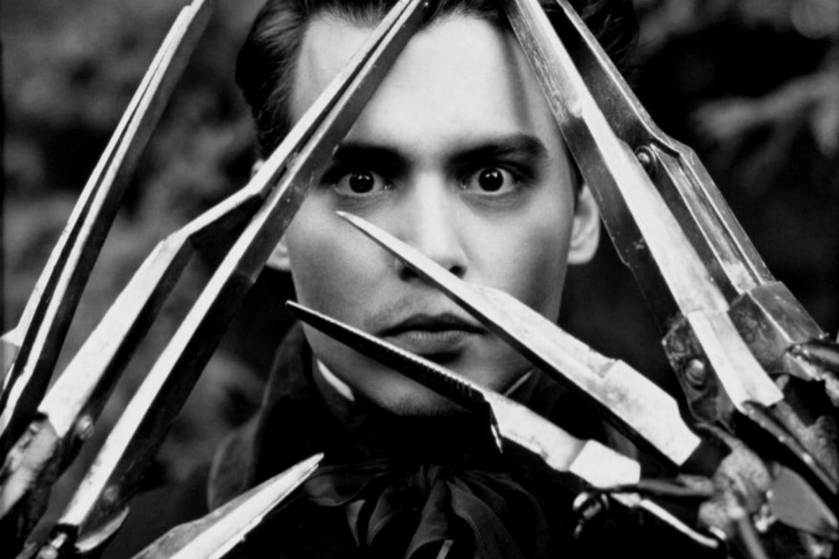 Johnny Depp, como Eduardo Manostijeras.