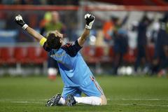 Casillas, tras el triunfo ante Paraguay en el Mundial 2010.