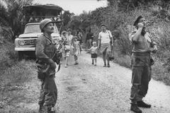 Mike Hoare (derecha), durante una operación en El Congo Belga.
