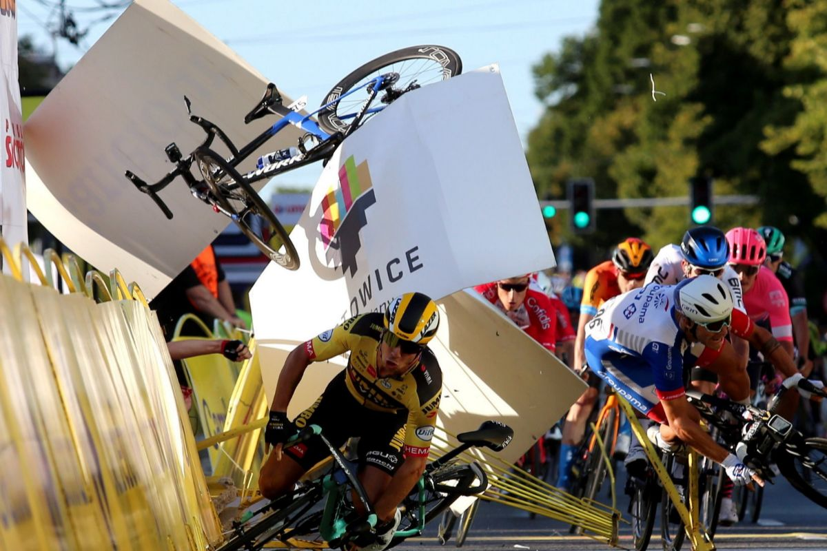 Katowice (Poland).- Riders fall near finish line during the 1st stage of Tour de lt;HIT gt;Pologne lt;/HIT gt; cycling race, over 195.8 km between Chorzow and Katowice, southern Poland, 05 August 2020. (Ciclismo, Polonia) EPA/ POLAND OUT