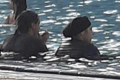Quejas en Parla por el descontrol de la piscina municipal: exceso de aforo y usuarios que se bañan con ropa de calle