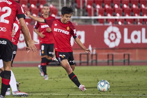 MALLORCA, SPAIN - JULY 16: Takefusa lt;HIT gt;Kubo lt;/HIT gt; of RCD Mallorca shoots the ball during the Liga match between RCD Mallorca and Granada CF at Iberostar Estadi on July 16, 2020 in Mallorca, Spain. (Photo by Rafa Babot/MB Media/Getty Images)