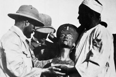 """""""La tumba de Nefertiti debe de estar intacta. Nos esperan su cuerpo y un ajuar de miles de piezas"""""""