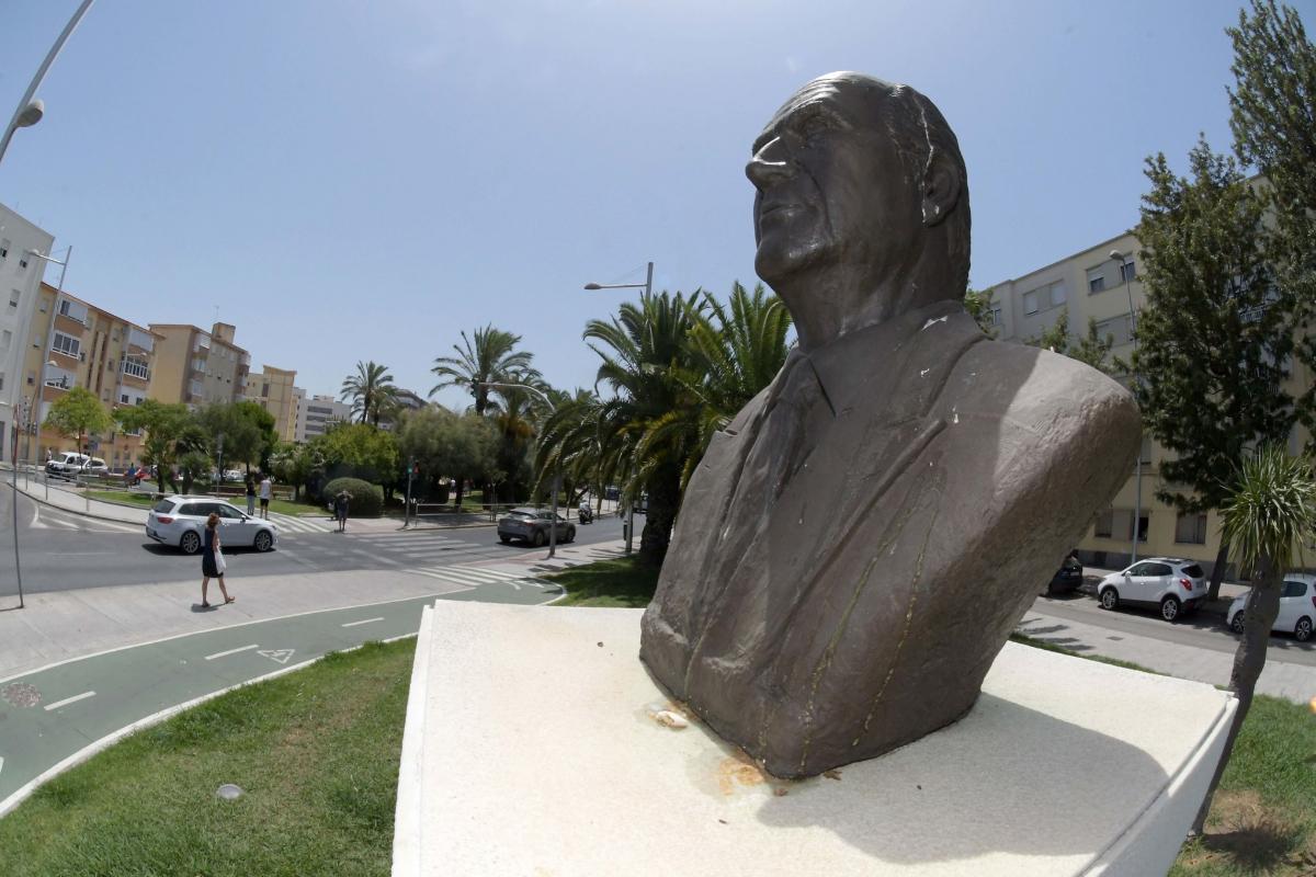 El busto del Rey Emérito en la avenida de Cádiz que lleva su nombre.