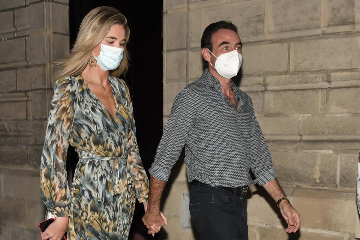 Enrique Ponce y Ana Soria, de la mano tras la corrida.