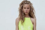 Vestido de lentejuelas de Zara (39,95 euros).