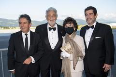 Plácido Domingo, junto a su mujer Marta Domingo y sus hijos Álvaro Maurizio y Plácido, en Salzburgo.