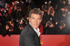 Los fotógrafos enloquecen cuando Banderas pisa una alfombra roja. Y él disfruta. En la imagen, en la Berlinale.