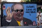 Mural sobre Juan Carlos I pintado en una calle de Valencia.