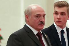 El presidente bielorruso, Alexander Lukashenko, y su hijo Nikolai.