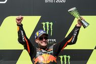Brno (Czech Republic).- South African rider Brad lt;HIT gt;Binder lt;/HIT gt; of Red Bull KTM Factory Racing team celebrates on the podium after winning the MotoGP race of the Motorcycling Grand Prix of the Czech Republic at Masaryk circuit in Brno, Czech Republic, 09 August 2020. (Motociclismo, Ciclismo, República Checa, Sudáfrica) EPA/