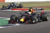 Verstappen, por delante de Bottas en Silverstone.