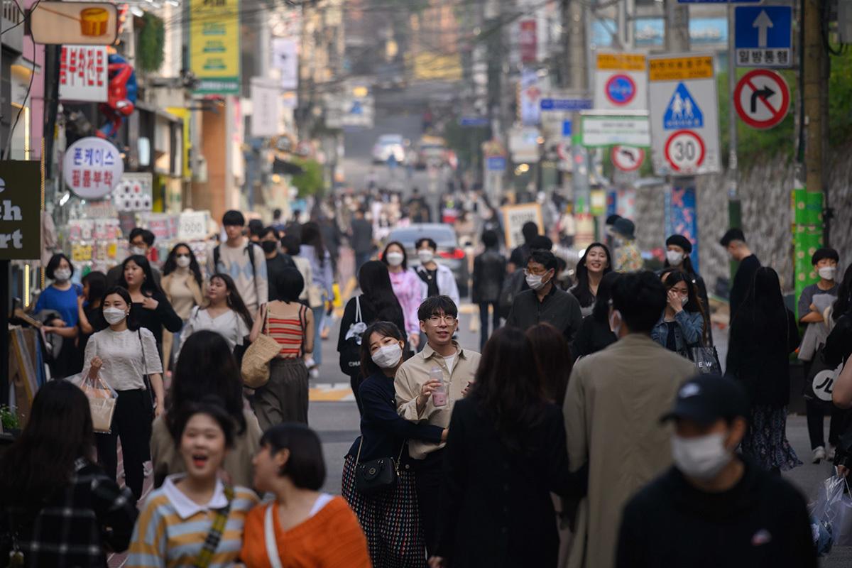 Las calles de Seúl (Corea del Sur) abarrotadas el 10 de mayo,un día antes de que se ordenara el cierre de los locales de ocio por una segunda ola de contagios.