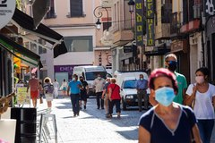 Una de las medidas que cuestiona el documento es el uso de mascarillas en la vía pública.