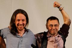 El secretario general de Podemos, Pablo Iglesias (izqda.), y uno de sus fundadores, Juan Carlos Monedero, en Madrid, en 2015.